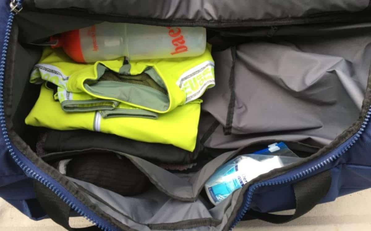 Clevere Sporttasche Innenraum mit Extrafächern